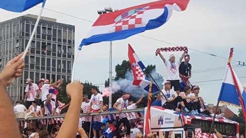克罗地亚队回归:万人空巷迎接英雄归来资讯生活